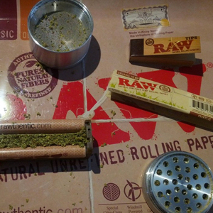 Raw Rolling Papers & Rollers Image